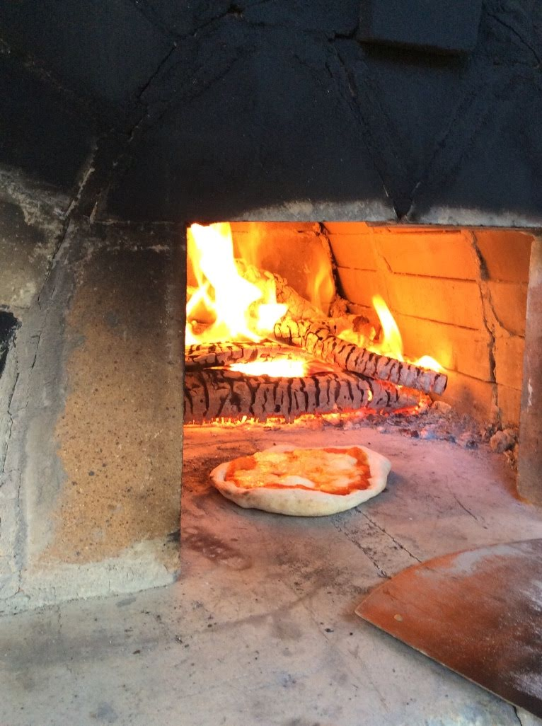 ピザ作りの石窯